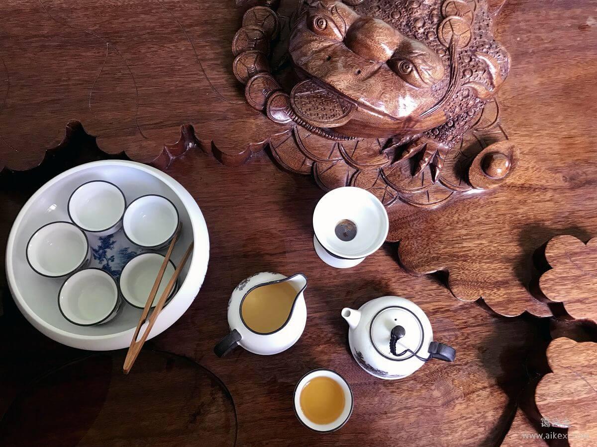吃茶赏花人生事